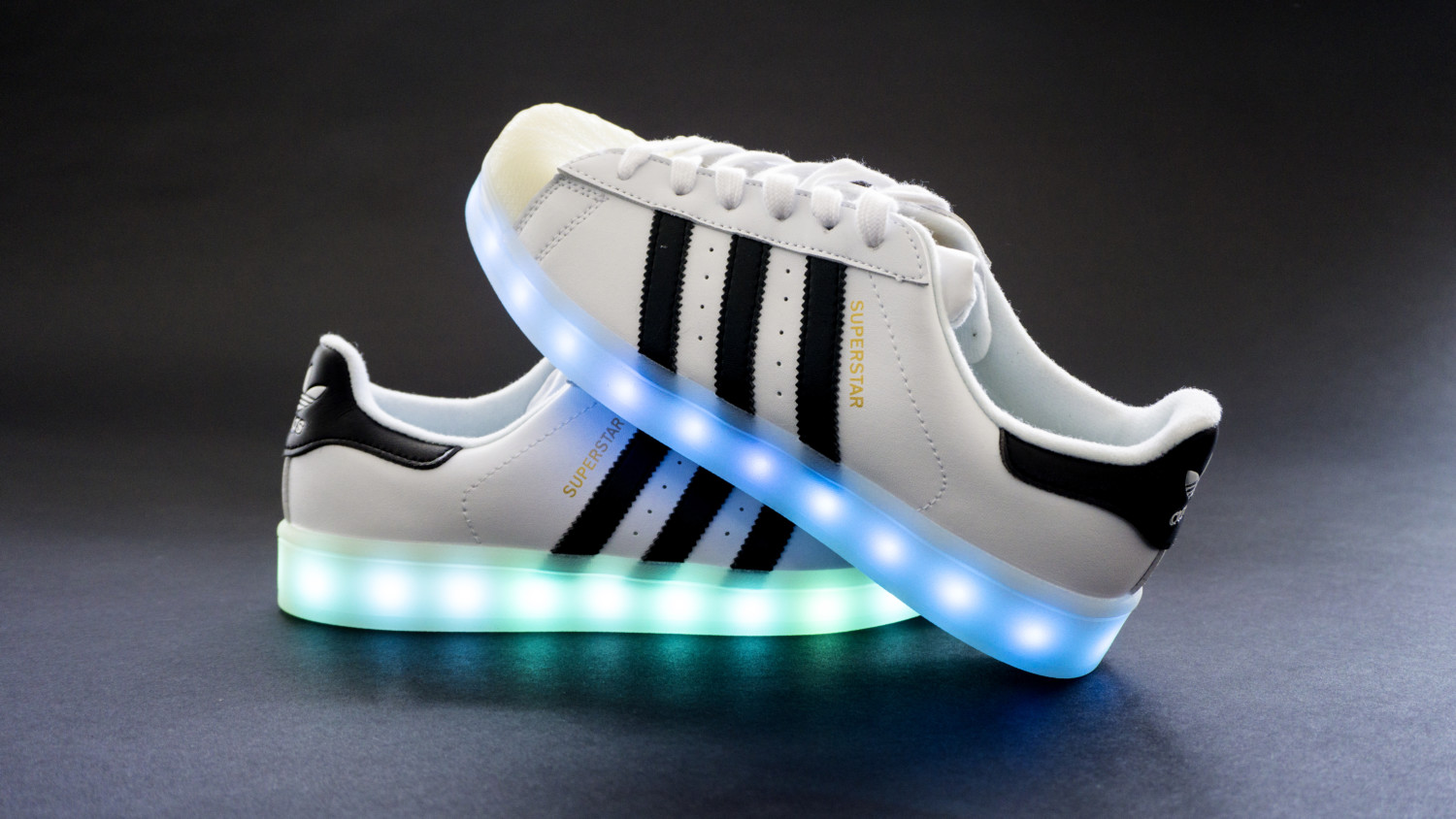 adidas superstars de luzes